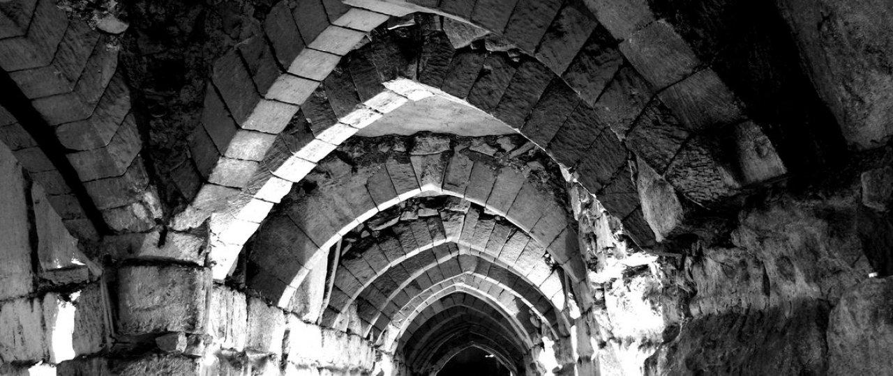 Croisée d\'arches gothiques